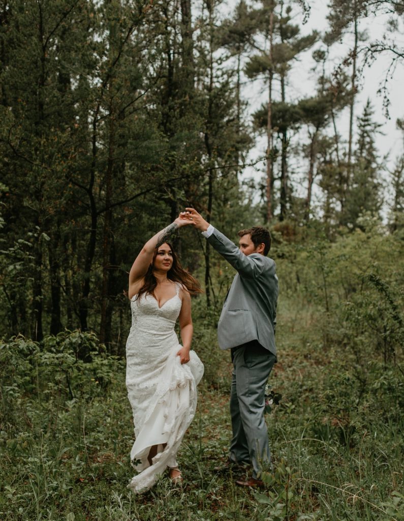 https://www.courtneyjessphotography.com/wp-content/uploads/2019/08/Jessica_Brenden_Prince-Albert-Wildlife-Federation-Wedding_Waskesui-Wedding-Photographer-73-of-95-795x1024.jpg
